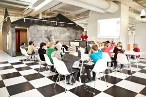 the-lunch-club-in-action_design-rosan-bosch_vittra-telefonplan_photo_kimwendt